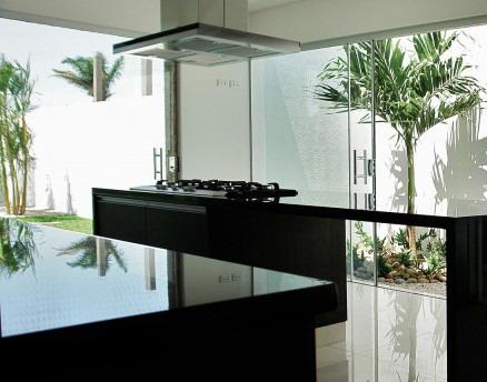 desain ruang makan rumah minimalis mewah 2 lantai