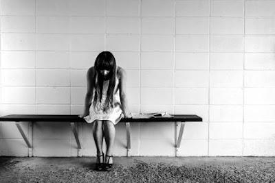 perempuan stres dan murung, murung, perempuan, mengatasi stres, rileks, Kebutuhan untuk konsisten, Kebutuhan harga diri dan nilai diri, Kebutuhan untuk mengontrol, Kebutuhan untuk dihargai atau dihargai oleh orang lain merupakan kebutuhan psikologis dasar