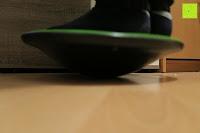 benutzen: Balance-Board »Gyro« / Der ideale Kreisel für Physiosport / Physiotherapie. Mit dem Wackelbrett trainiert bzw. stärkt man das Körpergleichgewicht & die Körper-Koordination. Auch einsetzbar als Therapiekreisel / Koordinations Board für Fitness und Spielspaß / Durchmesser ca. 40cm & Höhe ca. 10cm
