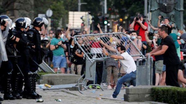 Protestas en Serbia contra manejo gubernamental de la pandemia