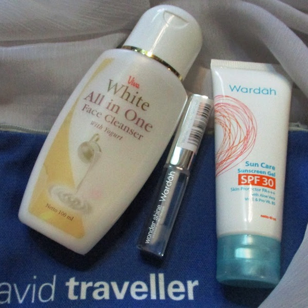 Simple Travel Makeup from Blibli