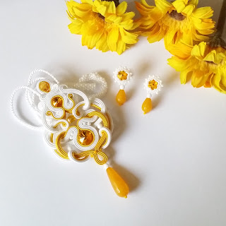 Afrodyta set in white and sunny yellow