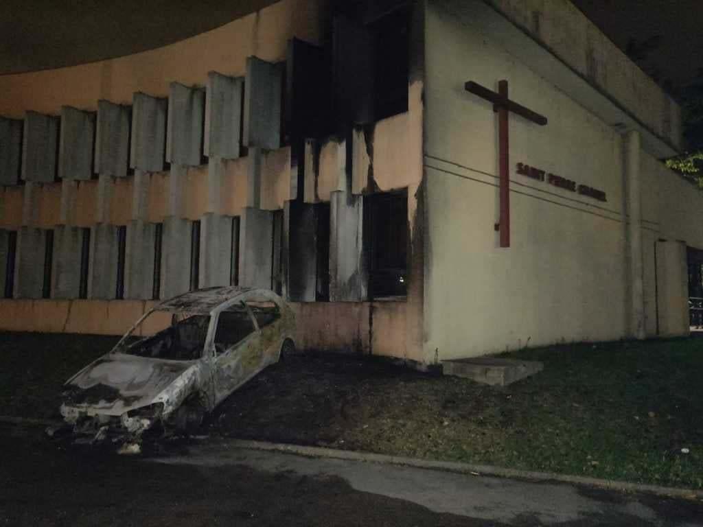 Rillieux-la-Pape (68) : Violences urbaines, église ciblée et endommagée, voitures brûlées, pompiers caillassés
