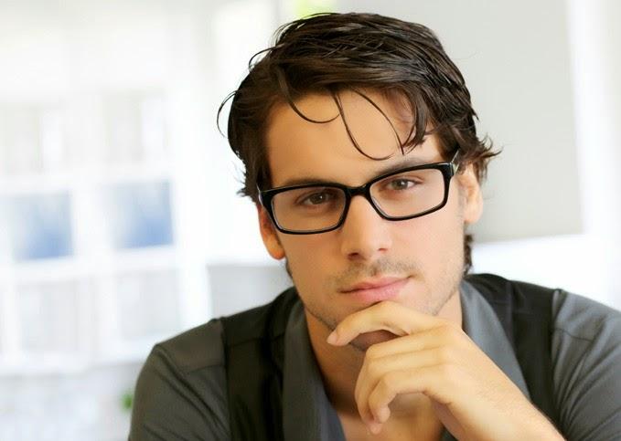 Οι γυναίκες θεωρούν ιδιαίτερα σέξι έναν άντρα που φορά γυαλιά. Αυτό  τουλάχιστον έδειξε έρευνα που πραγματοποιήθηκε από αγγλική εταιρεία πώλησης  γυαλιών ... 97d2da6f824