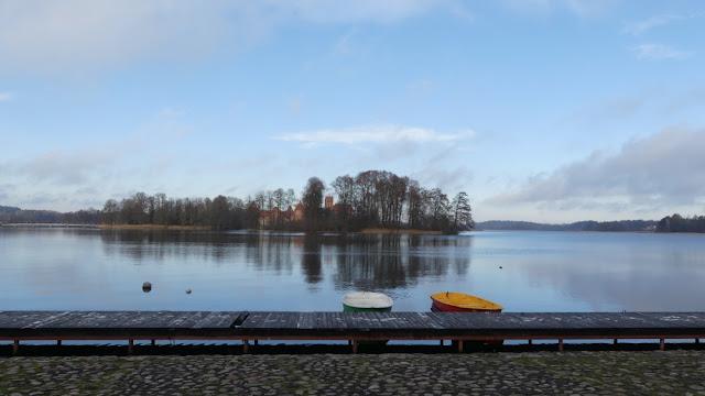 Blick von Trakai auf den See und die Wasserburg, Litauen