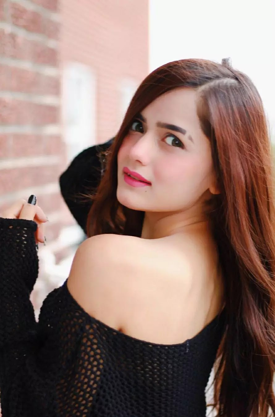 neha jethwani in black dress pic