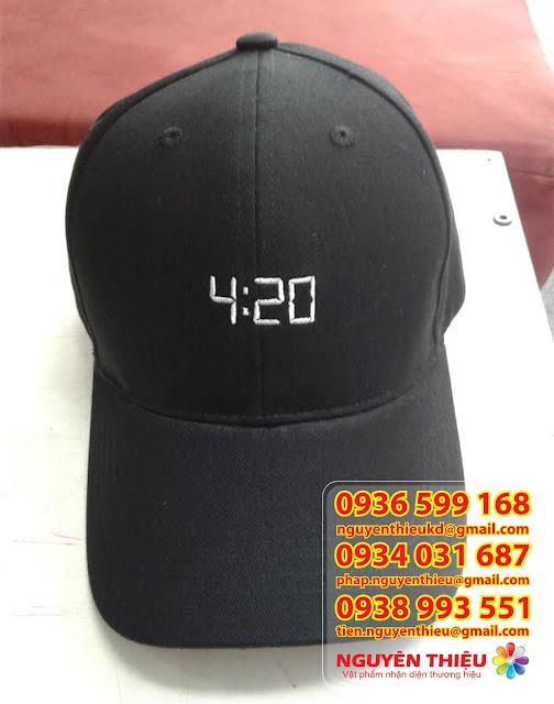 Xuong san xuat non may non gia re lam qua tang non quang cao non qua tang hcmNon du lich in logo