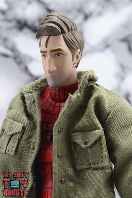 MAFEX Spider-Man (Peter B Parker) 01