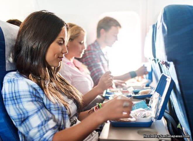 Kru Pesawat Bongkar Rahsia Makanan 'Tidak Sihat' Dalam Pesawat