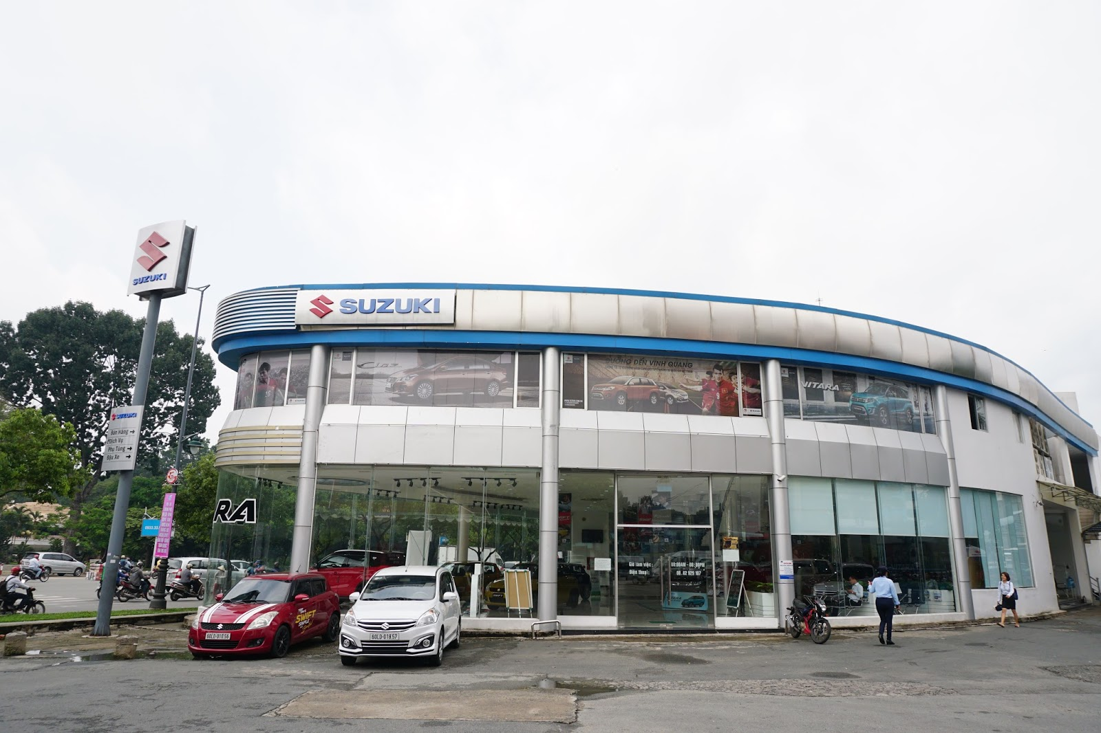 Suzuki World Phổ Quang nằm ở số 2 Phổ Quang, Tân Bình là một trong những showrom lớn nhất của Suzuki tại Việt Nam