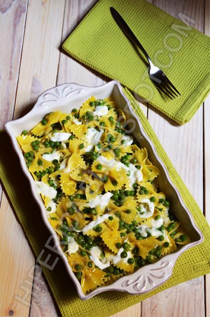 hiperica di lady boheme blog di cucina, ricette gustose, facili e veloci. Ricetta farfalle con piselli e mozzarella di bufala