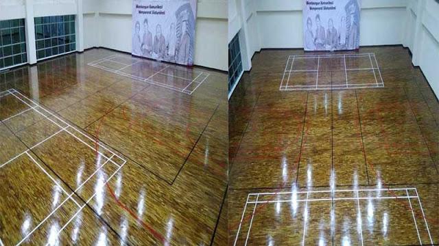 Lapangan lantai kayu di dalam gedung KPK