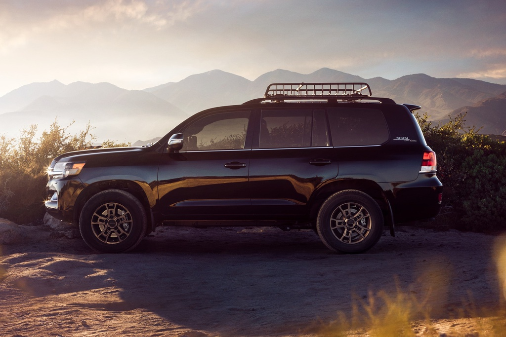 Toyota Land Cruiser Heritage Edition 2021 ra mắt, giá từ 87.900 USD