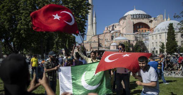 Ο Ερντογάν κάνει επίδειξη ισχύος στην Ε.Ε.