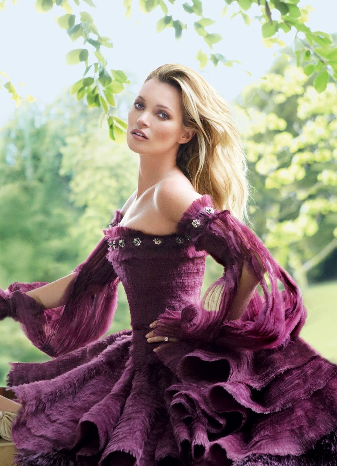 Kate Moss Is The Queen Of Cool On 37th Vogue Uk Cover: Style And Outfit: Happy Birthday Kate Moss