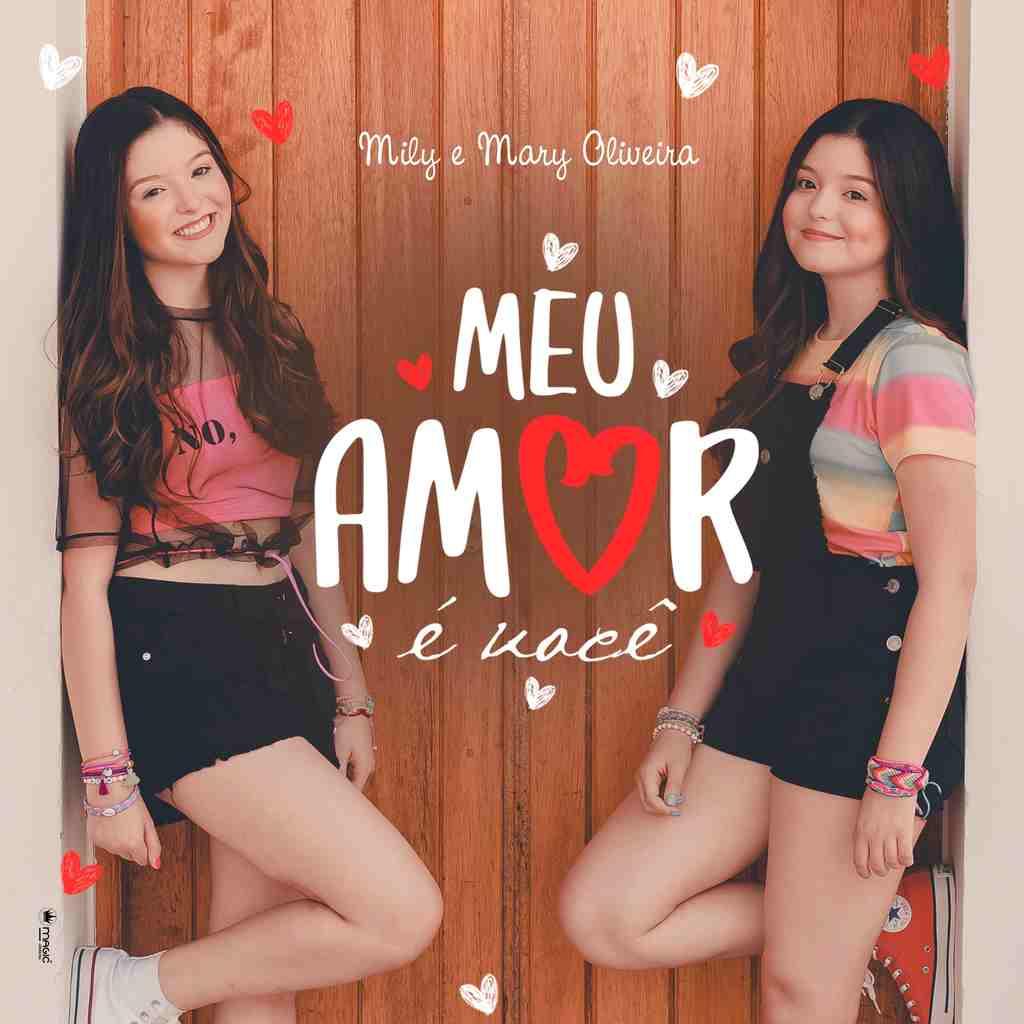 """Mily e Mary Oliveira, 15 anos, as gêmeas de Poliana, novela do SBT, acabam de lançar em clipe a música """"Meu amor é você"""", com uma vibe teen e clima de férias"""