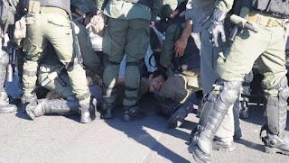 El paro arrancó con cortes y tensión en los accesos a la Ciudad. En Panamericana y 197, gendarmes desalojaron la manifestación con gases lacrimógenos y camiones hidrantes.