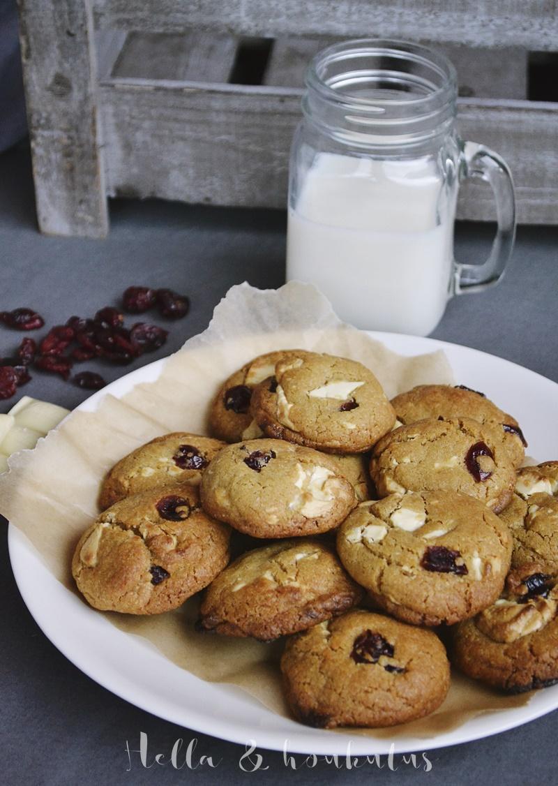 Ihan parhaat valkosuklaa-karpalo cookiet