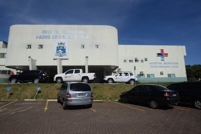 Menino de 5 anos morre por complicações da Covid-19 em Foz do Iguaçu, diz hospital