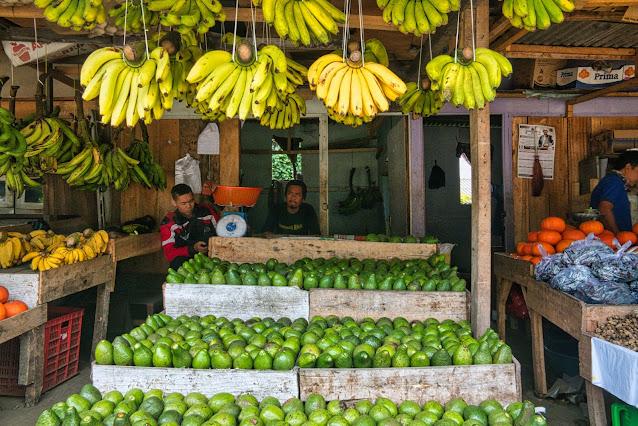 Foto de barraca de frutas na feira