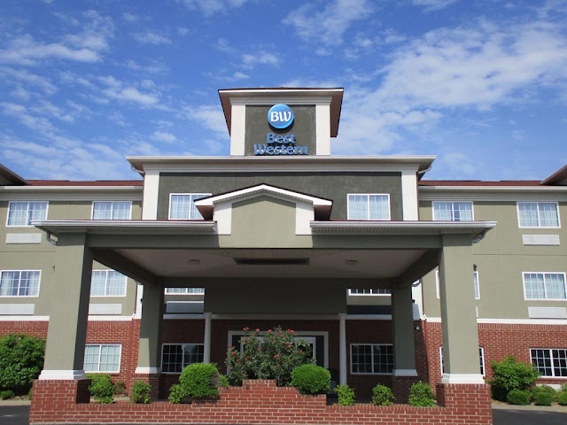 Inside the 100% non-smoking and Pet Friendly Best Western Presidential Hotel & Suites in Pine Bluff, guests will find the best customer service for the best price.