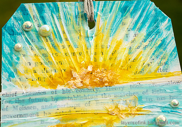 Layers of ink - Sunny Ocean and Beach Mixed Media Scene Tutorial by Anna-Karin Evaldsson. Tim Holtz mica flakes.