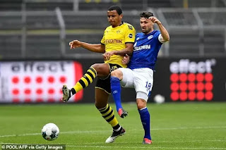 Arsenal 'eyeing £25m move for Dortmund defender Akanji