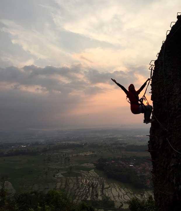 Asyik Nih, Wisata Panjat Tebing Via Ferrata Bukit Rangkok Tegal