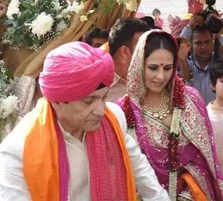 akshay kumar sister marriage photos,akshay kumar sister,akshay kumar sister husband