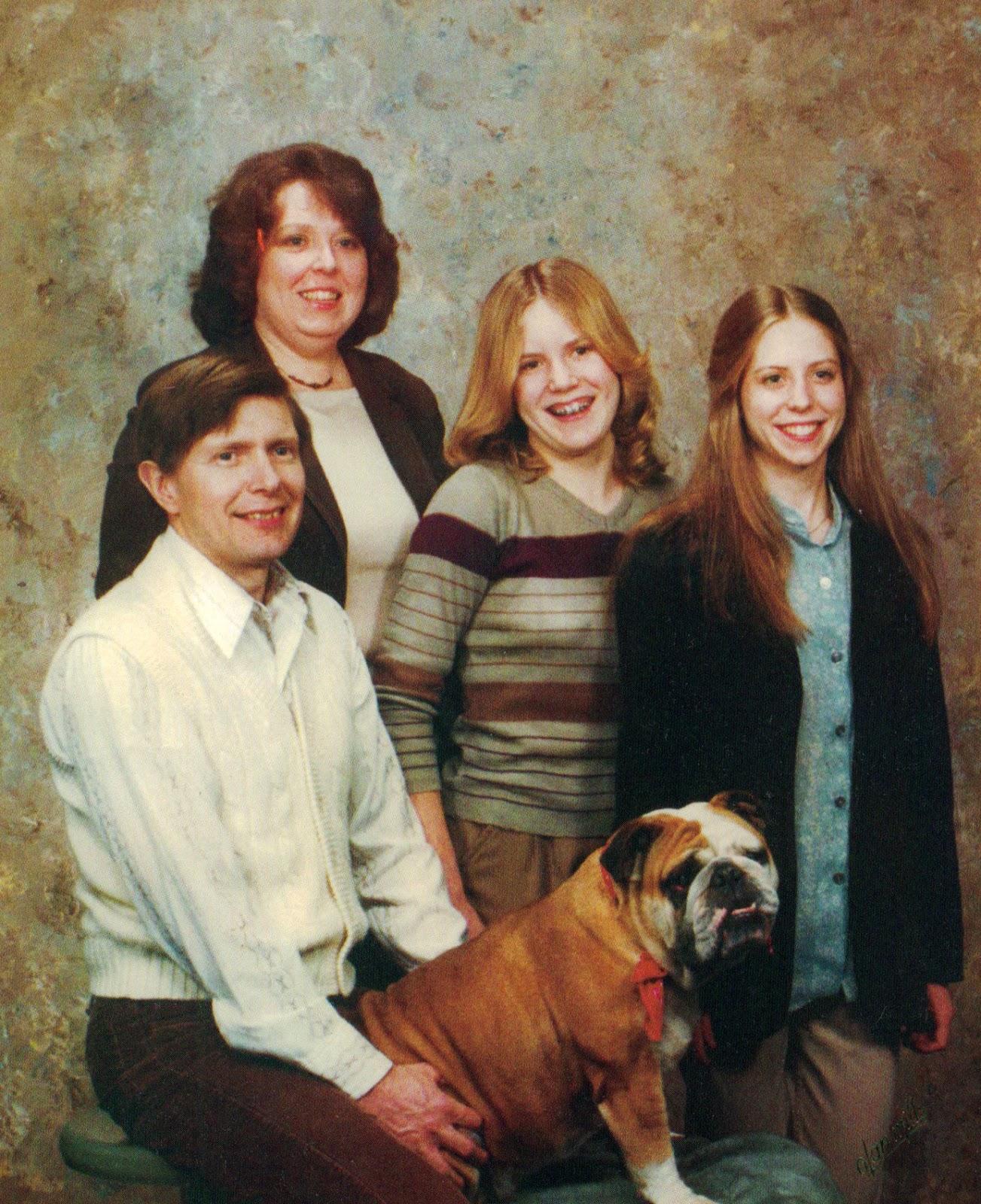 18 awkward family studio portraits of the 1980s