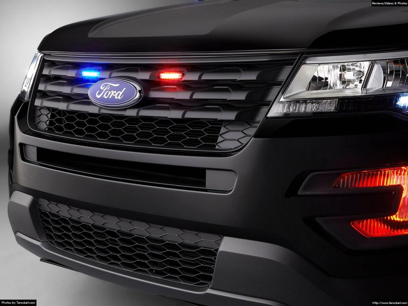 Xe được trang bị hệ thống an toàn, đèn pha, động cơ cực mạnh