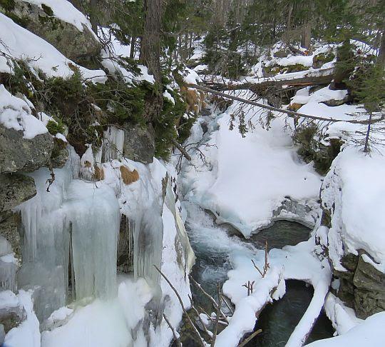 Mały Wodospad (słow. Malý vodopád).