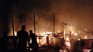 Diduga Arus Pendek Listrik, Dua Rumah Warga di Hamparan Perak Ludes Terbakar
