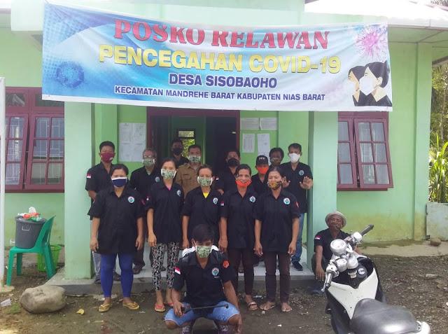 Desa Sisobaoho Rutin Lakukan Penyemprotan Desinfektan, Tatema Daeli : Pakai Masker dan jaga Jarak