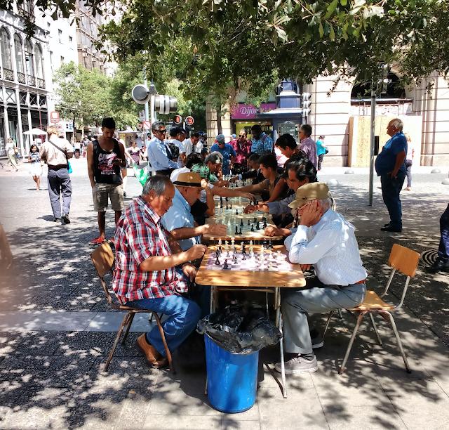Ajedrez en Plaza de Armas de Santiago de Chile