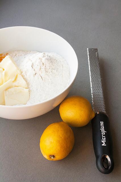La ricetta della drizzle cake di Mary Berry step 4