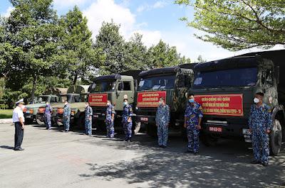 Quân chủng Hải quân hỗ trợ TP. Hồ Chí Minh 135 tấn gạo và 25 tỷ đồng chống dịch Covid-19