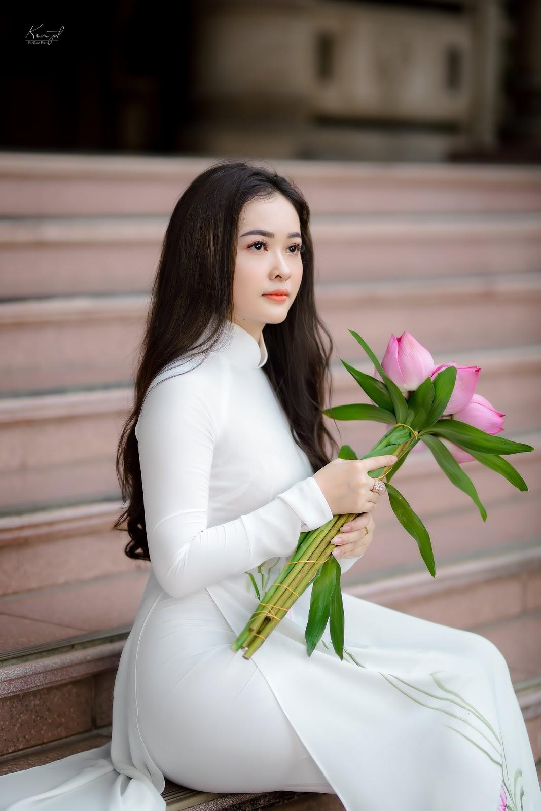Mê mẩn say đắm với vẻ đẹp của #cô gái mặc áo dài bên hoa sen