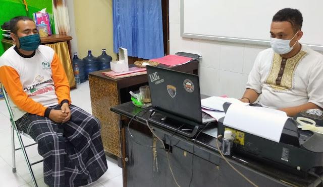 Ayah tiri bernama Sunarto saat diperiksa