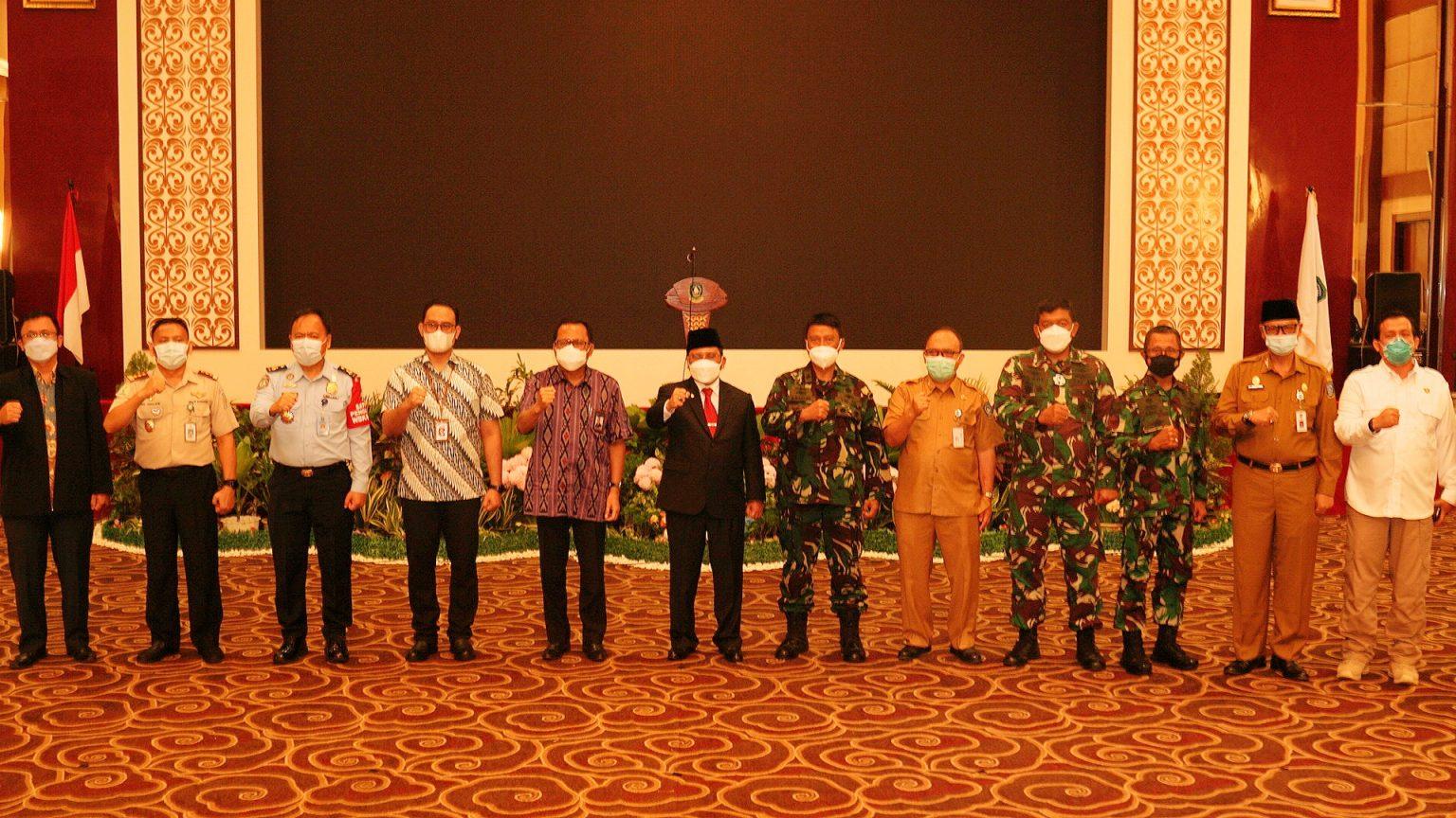 Wakili Gubernur, Sekda Kepri Menghadiri Pencangan Vaksinasi Tahan II Dosis II Kepada TNI,Polri dan Anggota DPRD Kepri