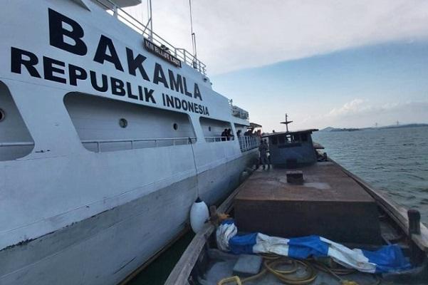 Timsus Trisula Bakamla RI/IDNCG - APMM Tangkap Kapal Miras Dari Singapura