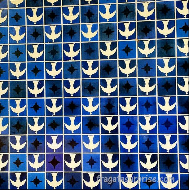 Azulejos de Athos Bulcão na Igrejinha de Niemeyer, na Quadra 308 Sul de Brasília