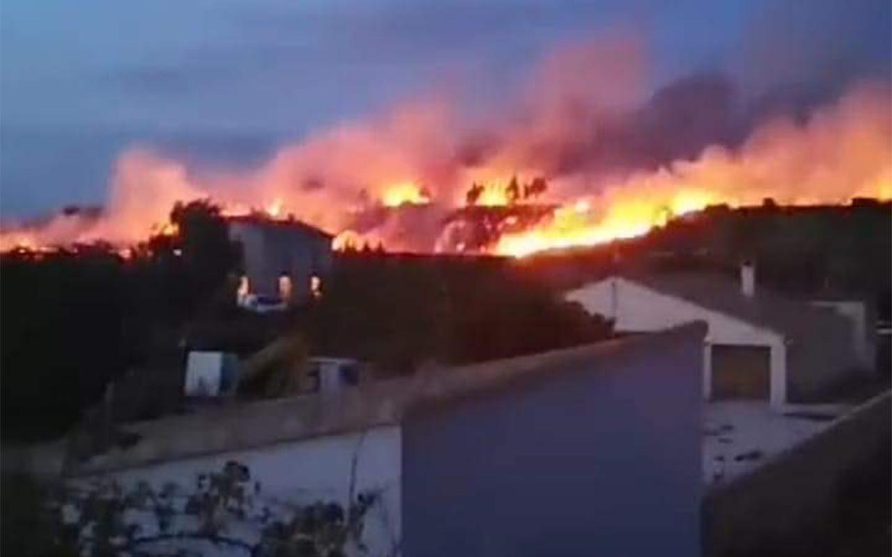Meža ugunsgrēks noposta 4 mājas Francijā