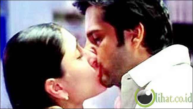 Kareena Kapoor dan Fardeen Khan Ciuman Bibir