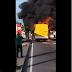 Ônibus pega fogo em plena avenida de Manaus e apavora passageiros