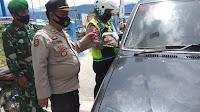 2 Mobil Diputar Balik, Kapolsek Simanindo Pimpin Langsung Penyekatan di Pelabuhan Sumber Sari