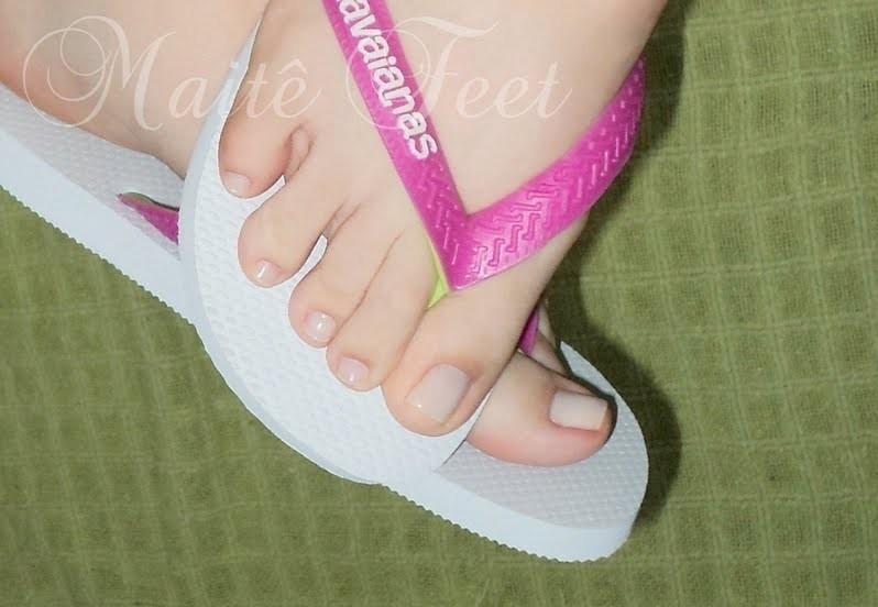 Pezinhos de peep toe nude alto de plataforma e meia calca - 2 part 7