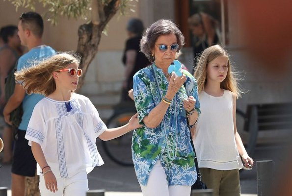 Queen Sofia, Queen Letizia, Princess Leonor and Infanta Sofia went for a walk in the downtown of Palma de Mallorca