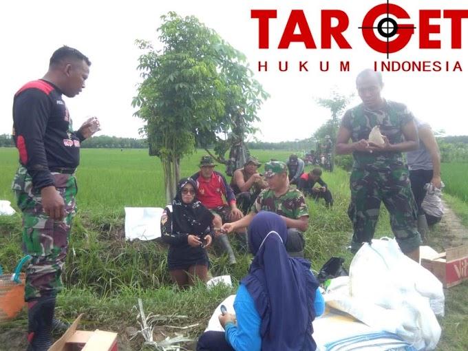 Kapten Urip Widodo dan Kades Soko Bersama Warga Perbaiki Tanggul Yang Jebol Akibat Curah Hujan Yang Tinggi di Sungai Gono