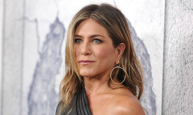 jennifer_aniston-morning_show-jennifer_aniston_new_hairstyle-actress_willbe_back_on_the_tv-new_show-morning-chris_mcmillan-celebrities_hairdresser